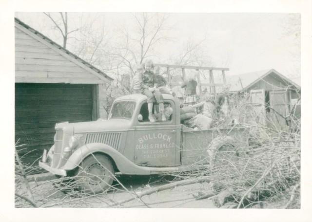 Bullock Glass & Frame truck